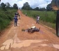 93554fcdb7ed2a1298c39c6e7c8e8e1f - Jovem morre em acidente, após bater em buraco na zona rural de Urupá