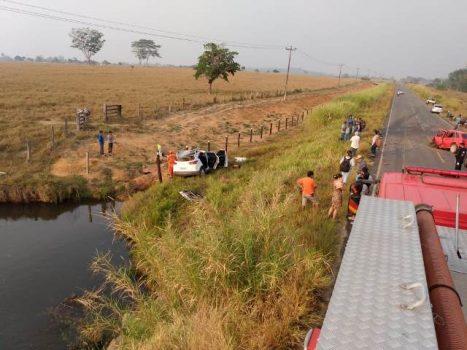 Choque frontal na R bombeiro 467x350 - Trágico acidente na RO-470 deixa um morto e médica de Ji-Paraná em estado grave