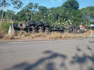 Caminhoneiro morre em grave acidente na RO-010 em Novo Horizonte; veja o vídeo