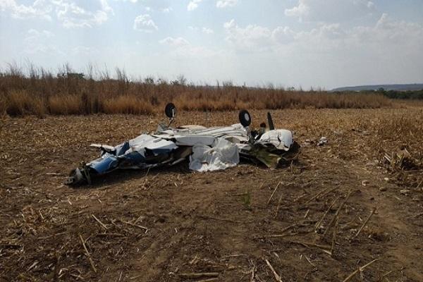 noticia 5f4510795be28 - Três pessoas morrem após avião cair em fazenda
