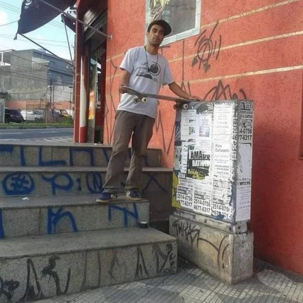 Artista negro é assassinado por policial branco e caso gera mais uma onda de revolta no país