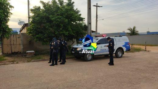 Homem é assassinado a facadas e garota de 14 anos socorrida as pressas em Ji Paraná2 520x293 - Jovem é assassinado a facadas e adolescente de 14 anos socorrida em Ji-Paraná