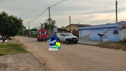 Homem é assassinado a facadas e garota de 14 anos socorrida as pressas em Ji Paraná3 520x293 - Jovem é assassinado a facadas e adolescente de 14 anos socorrida em Ji-Paraná