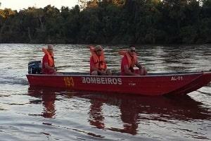 Barco com família e bebê de 5 meses afunda em rio