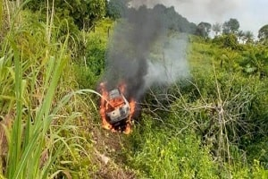 Fiat Uno pega fogo e motorista morre queimado