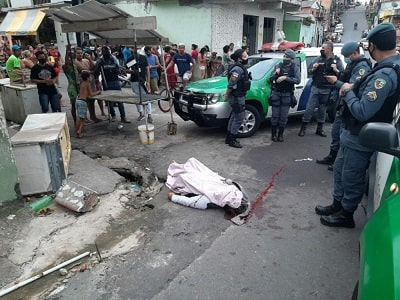 Na guerra do tráfico Maykinho é crivado de bala cenas fortíssimas b min - Brasil: Na guerra do tráfico, Maykinho é crivado de bala