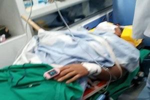 Um adolescente passou quase 24 horas com um pedaço de madeira trespassado no corpo, após sofrer um acidente na serraria onde trabalha na cidade de Cabixi e não ser possível a realização da cirurgia de alta complexidade da qual ele necessita no Hospital regional de Vilhena.