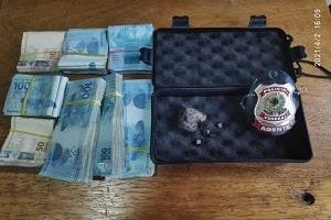 Homem é parado pela PF com mais de 50 mil reais em dinheiro e pedra preciosa em Pimenta Bueno, RO