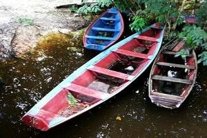 Idoso é encontrado agonizando à beira da morte em canoa