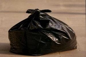 Mulher tem corpo esquartejado e colocado em sacos plásticos para o lixeiro levar