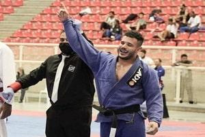 Atleta de jiu-jitsu morre por complicações da covid um mês após o pai