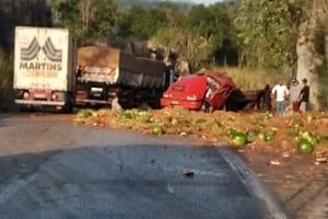 Criança morre e dois ficam gravemente feridos após acidente na BR-364