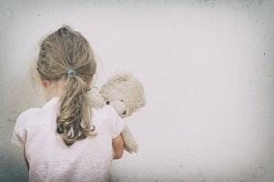 Pai é acusado de molestar a filha de cinco anos durante visita em casa