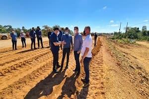 Presidente Alex Redano e governador vistoriam obras das cabeceiras da ponte no rio Jamari, na BR-421