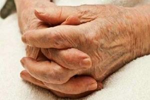 Idosa de 99 anos morre após ser estuprada por amigo da família