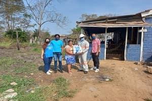 Energisa doa cestas básicas para jovens de projeto social em Guajará-Mirim
