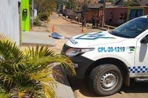 Homem de 49 anos é executado a tiros em frente à igreja