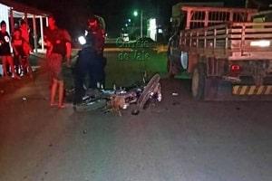 Motociclista morre após colidir com caminhonete estacionada
