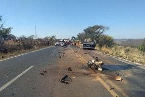 Mulher e criança morrem ao serem arremessadas durante acidente
