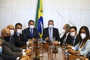 Presidente Bolsonaro entrega medida provisória do novo Bolsa Família