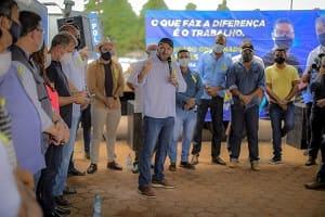 Presidente Alex Redano acompanha início de obras em São Miguel do Guaporé e assegura R$ 300 mil para estradas